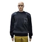 Черный свитер с накладками